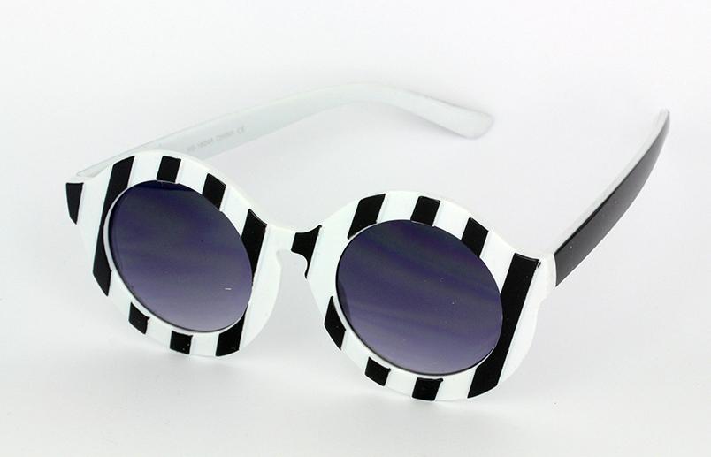 10db5bd5d18f8d Grote ronde zwart witte zonnebril
