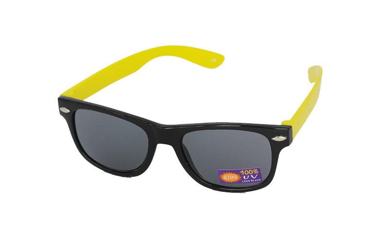 c57e9acc81e56b Zwart met gele kinder zonnebril